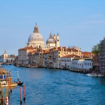 В опустялата Венеция каналите вече са с кристално чиста вода