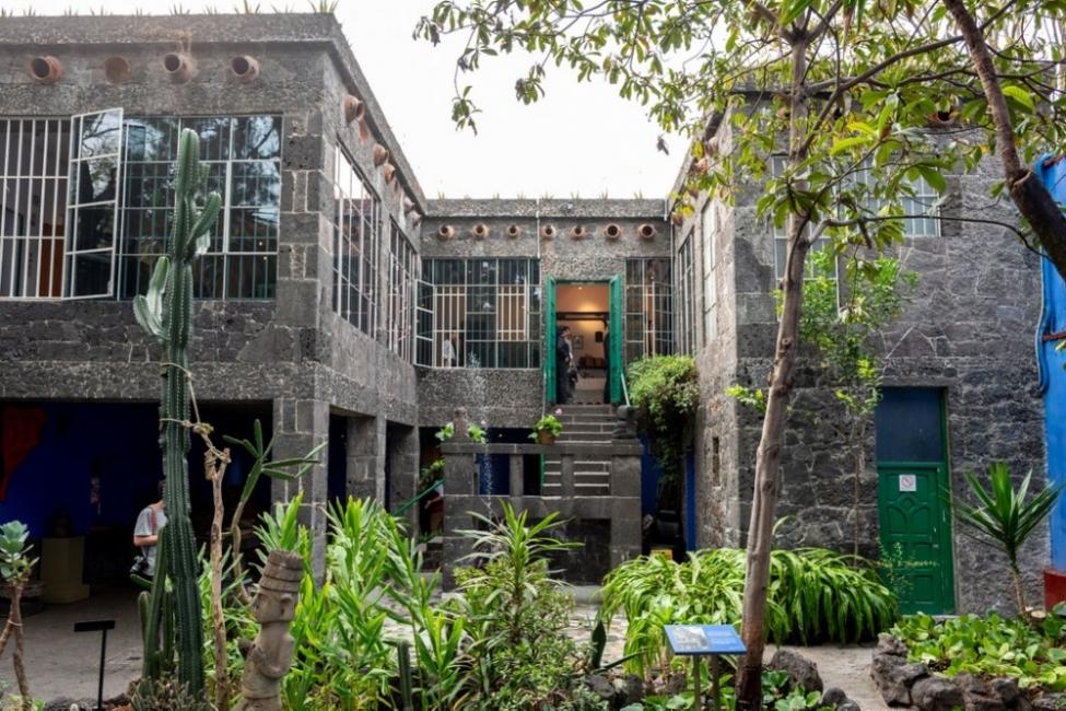 """Искате ли да си направим виртуална разходка в къщата музей """"Фрида Кало""""?"""