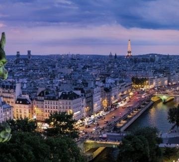 Писателката Велина Минкова: Никой не помни Париж такъв
