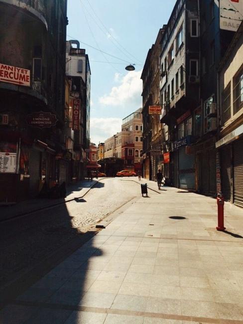 Едно момиче от Истанбул: Имаме вода и хляб, ще стигне за всички ни