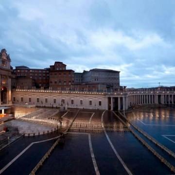 """Папа Франциск пред празния площад в Рим: """"Не се страхувайте"""""""