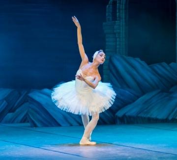 Красотата ще спаси света: руски балерини танцуват в кухнята (видео)