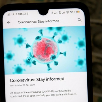 Защо умните хора вярват в митовете за коронавируса?