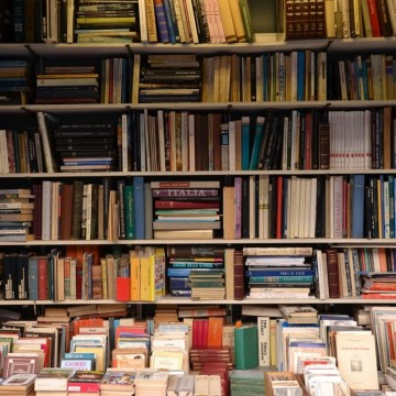 "Как Amazon ""спасява"" книжарниците на Острова"