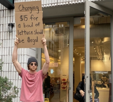 """""""Пичът с табелата"""" и неговият протест"""