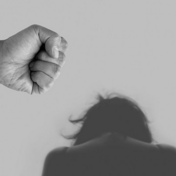 Перфектната буря от проблеми - домашното насилие в Англия