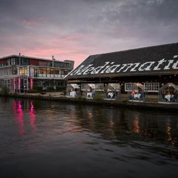 В Амстердам намериха решение за вечеря навън по време на пандемия