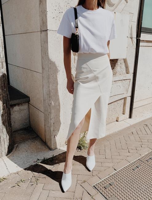 19 стайлинг идеи как да носим бял тишърт в офиса