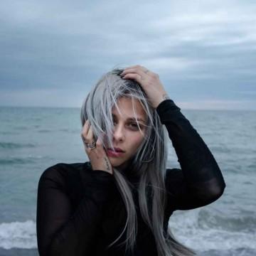 След отлагането на Евровизия, Виктория представя нова песен