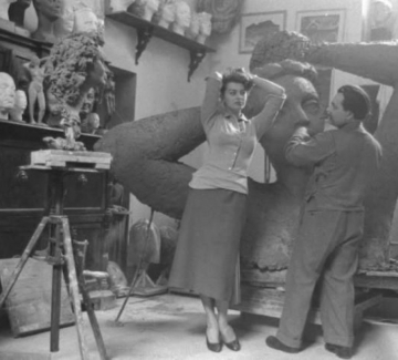 Българският скулптор, на когото позира София Лорен
