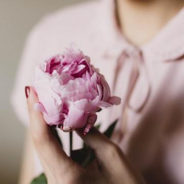 Божурът – как ни помага в борбата с чувствителната кожа