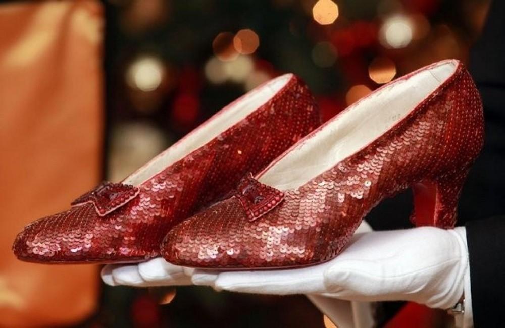 3 чифта червени обувки от големия екран, които мечтаем да носим