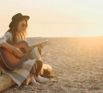 5 български песни, които да добавите в летния си плейлист