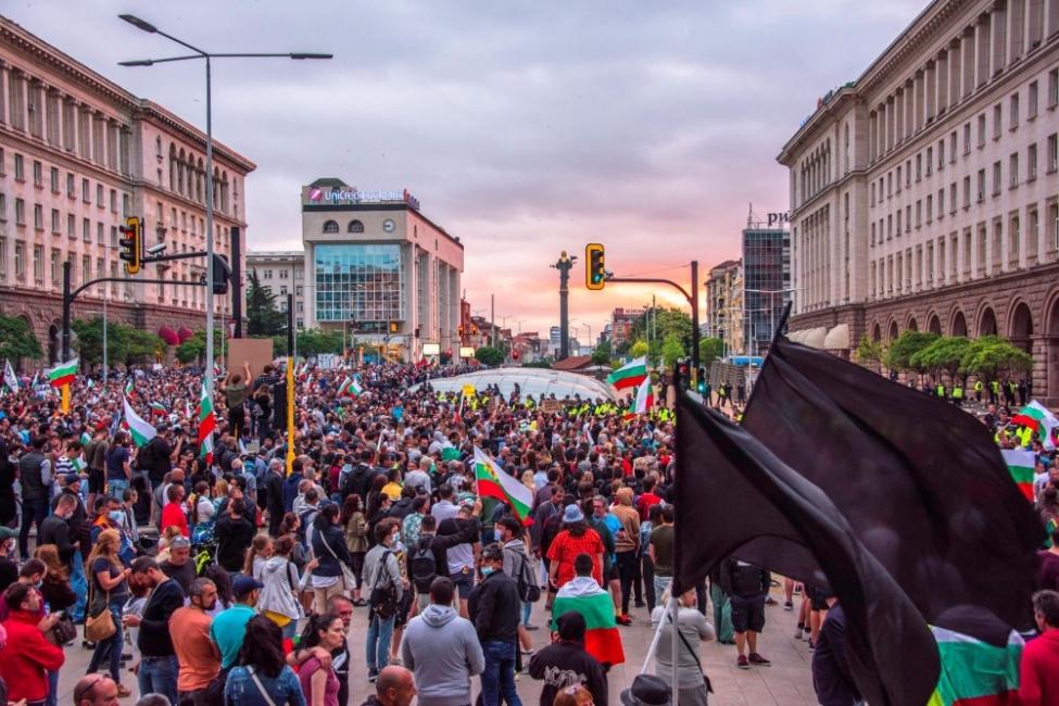Интелектуалци за протестите: Обществото ни е болно, диагнозата е апатия