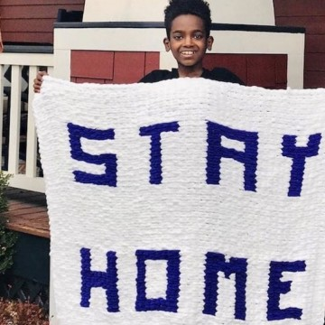 12-годишен вярва. че може да промени света с плетене