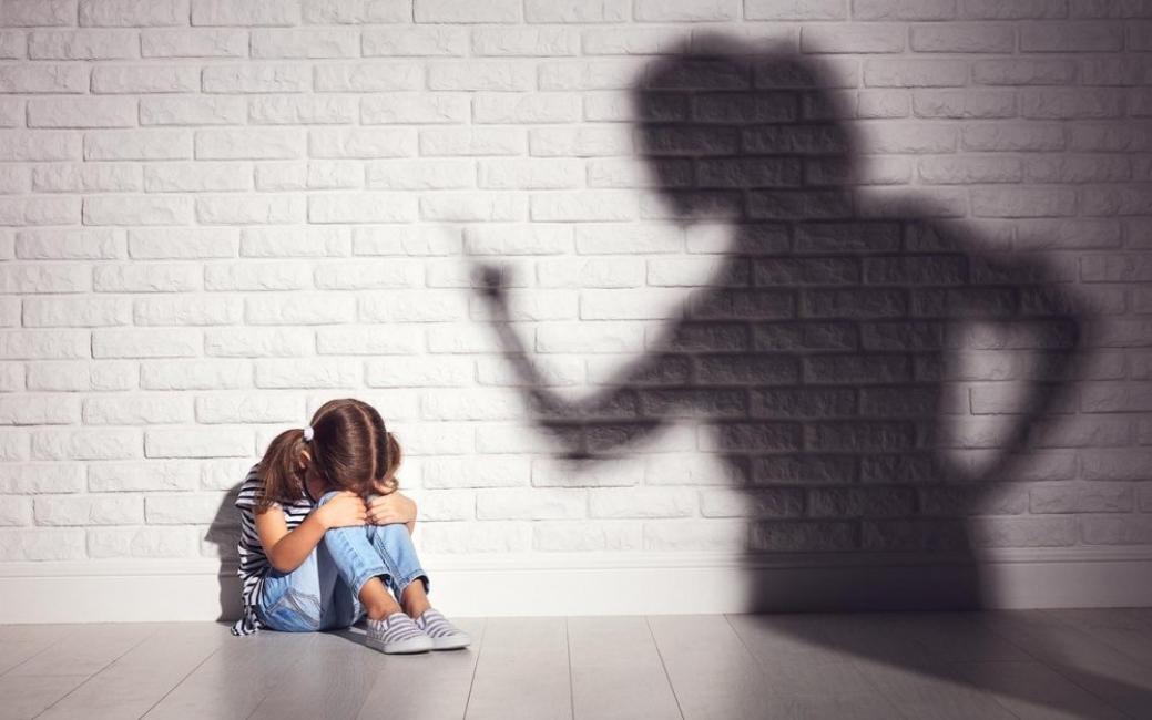 Sympathy for the devil: Майката, която бие дъщеричката си пред камера