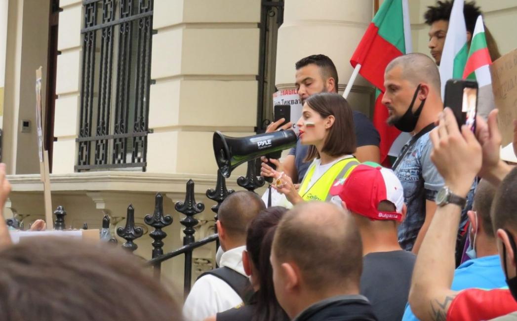 Стефани от Лондон: Всички заедно сме по-силни от управляващите