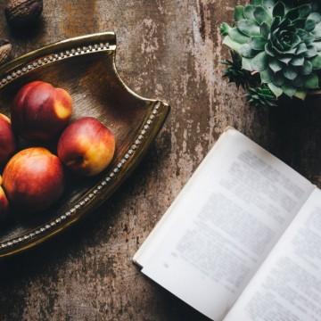 4 книги, които ни карат да бъдем по-романтични
