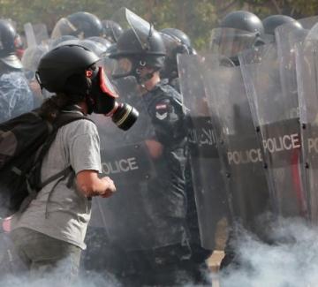 Протести разтърсиха и Бейрут: оставки в кабинета и в парламента
