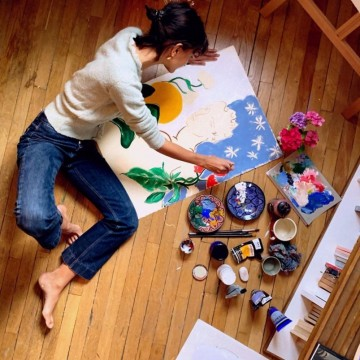 """Цветна поезия с картините на една """"осиновена парижанка"""""""