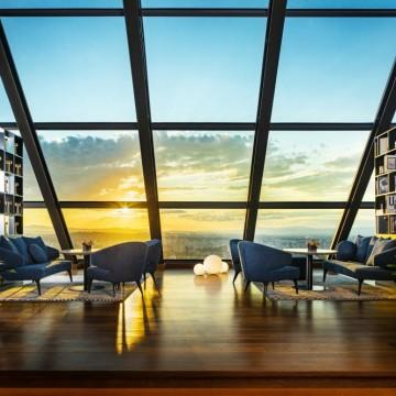 Ozone Skybar & Lounge – мястото, което ни отвежда отвъд облаците