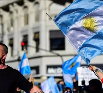 Антиправителствени протести и в Латинска Америка
