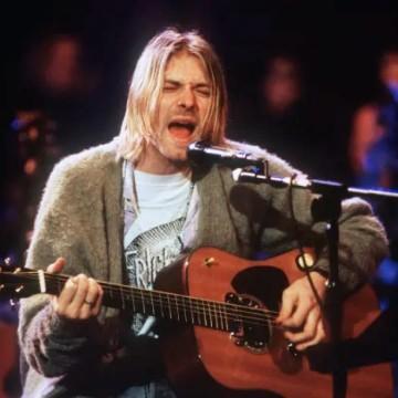 Продадоха китарата на Кърт Кобейн за 6 млн. долара