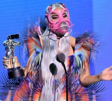 Лейди Гага на наградите MTV - 9 тоалета, 6 маски и 5 статуетки