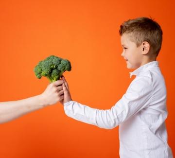 Как да научим децата си да се хранят здравословно?