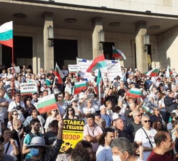 Лютив спрей срещу протестиращите: напрежението ескалира!