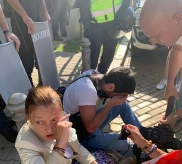 Лютив спрей срещу журналисти
