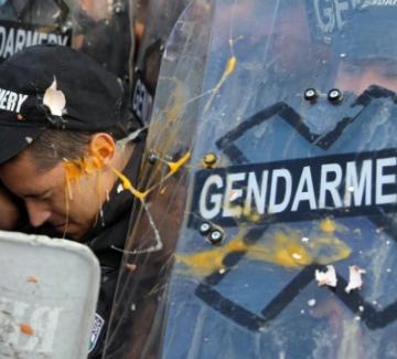 Ройтерс за протестите: Хиляди българи са пред парламента, искат оставката на Борисов