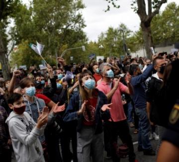 Протести в Мадрид и Лондон срещу мерките за справяне с COVID-19