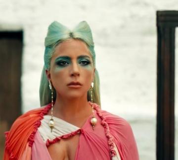 Лейди Гага отново показа емоционалните си белези