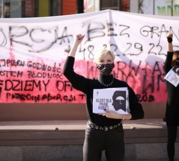 Полша направи немислимото: забрани абортите и при увреден плод