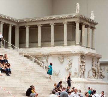 Вандали съсипаха над 70 произведения на изкуството в музеи в Берлин